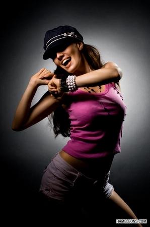 Сексуальный танец парня и девушки